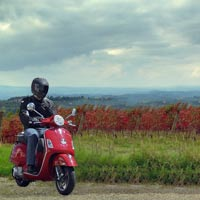 Wine tasting Tour in tuscany with Fiat 500 and motorcycle