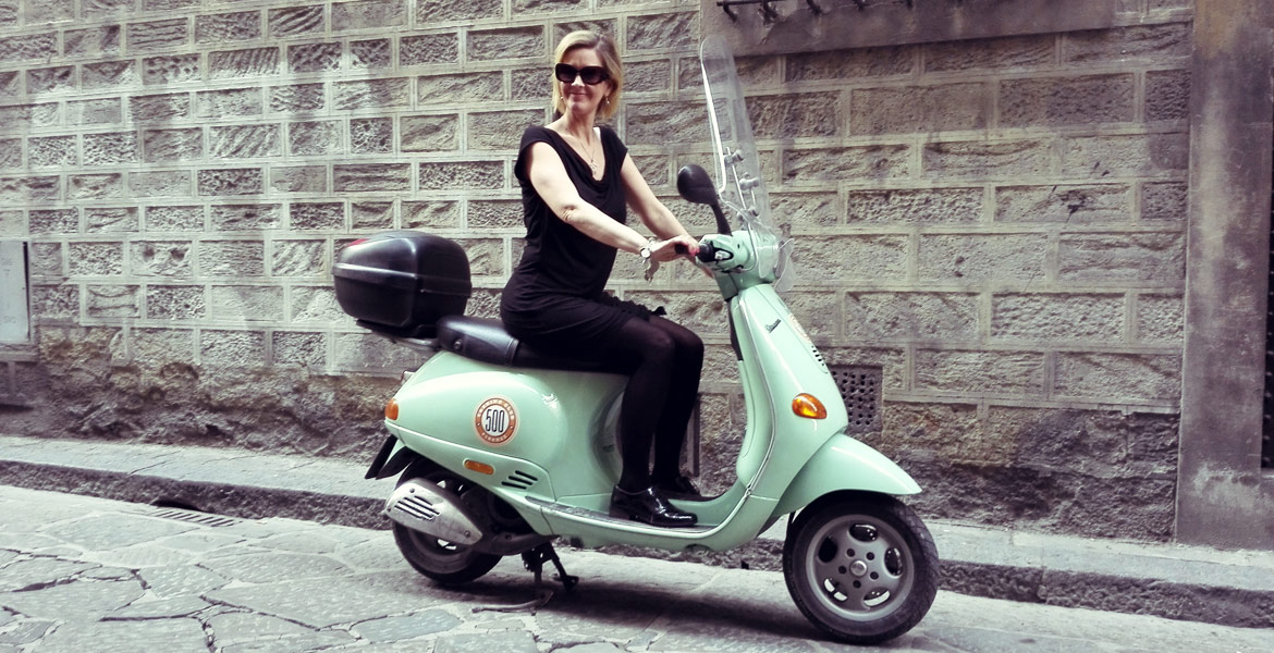 Vintage Vespa tour Firenze: amy from our fleet 1