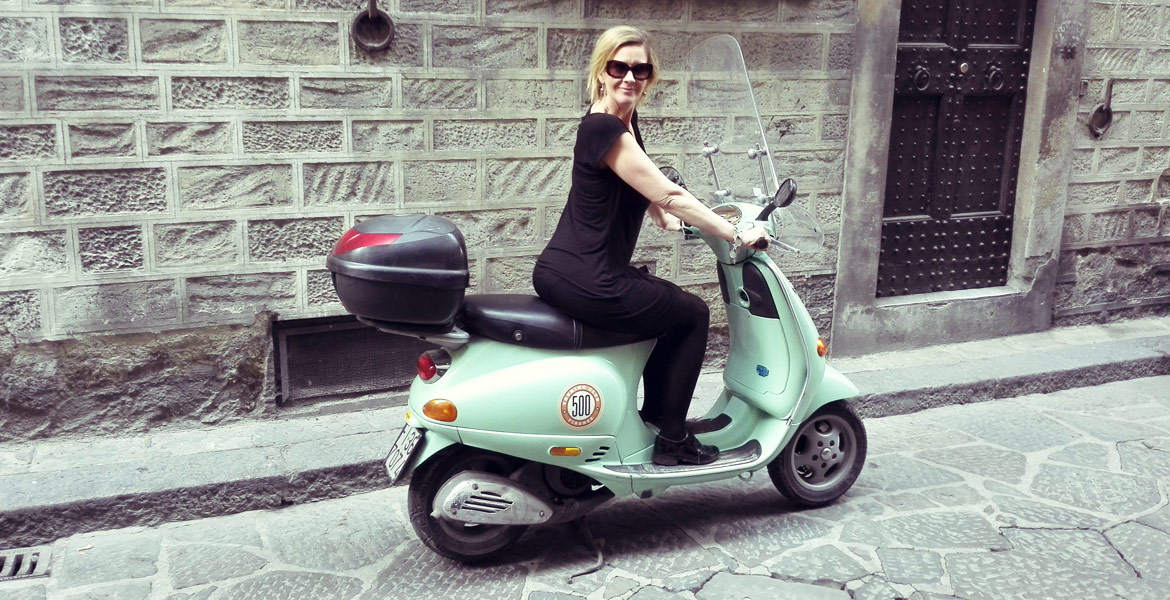 Vintage Vespa tour Firenze: amy from our fleet 3