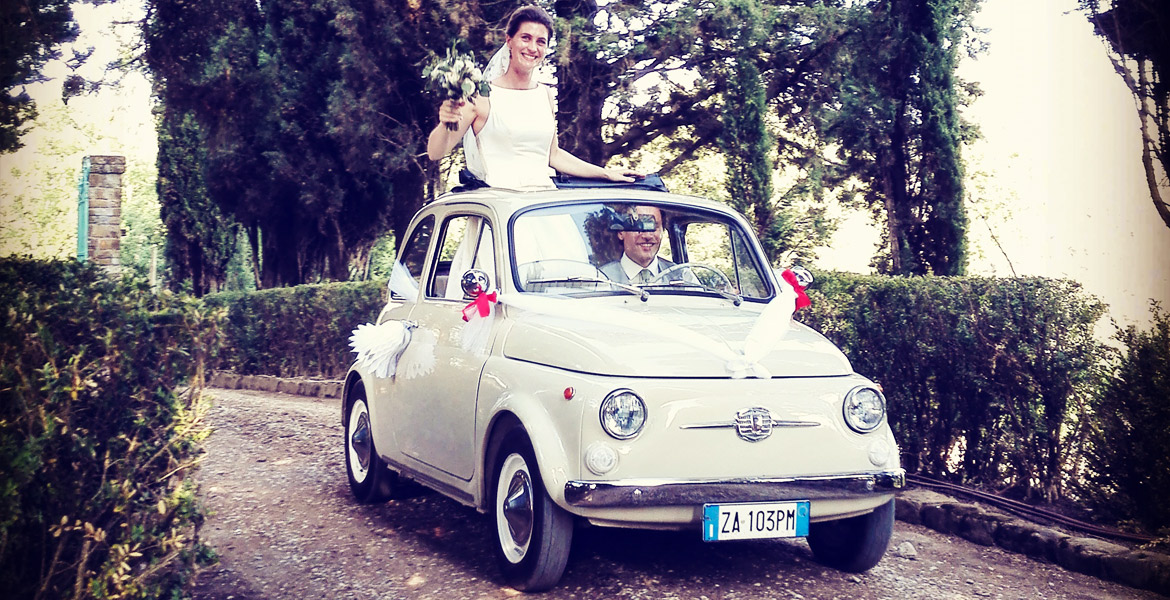 Beautiful vintage fiat 500 marriage in chianti area